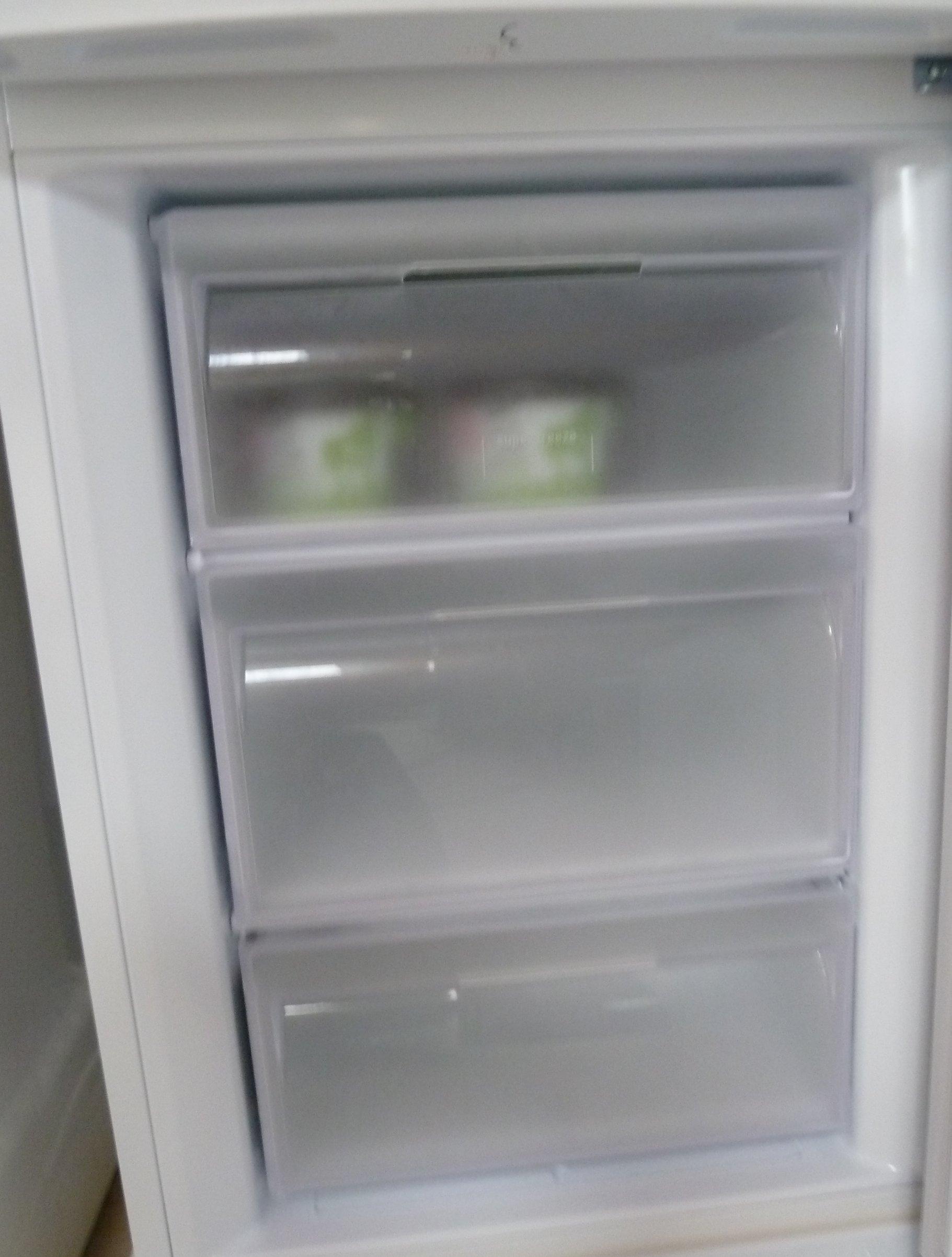 hotpoint str175wp fridge freezer review dragons and. Black Bedroom Furniture Sets. Home Design Ideas