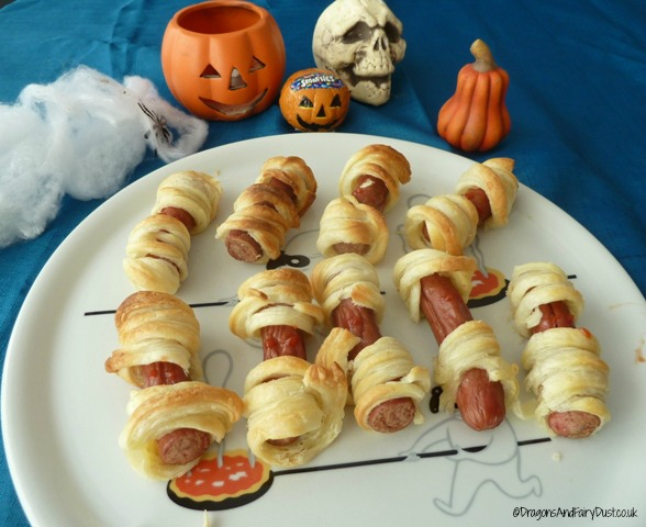 Mummified hotdogs: Halloween party food
