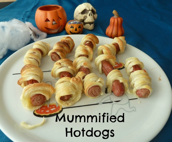 Mummfied hotdogs: Halloween Party Food