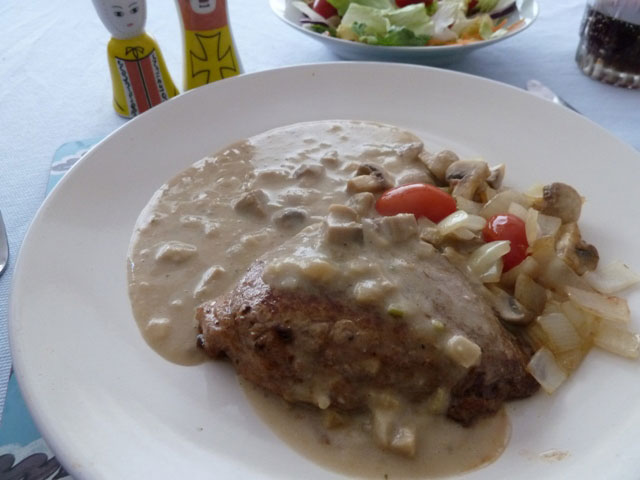Steak in mushroom sauce