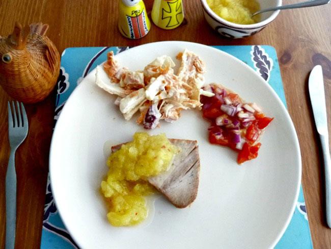 Tuna with apple mango sauce