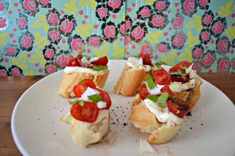 Cheese and tomato bruschetta with basil and vinagarette