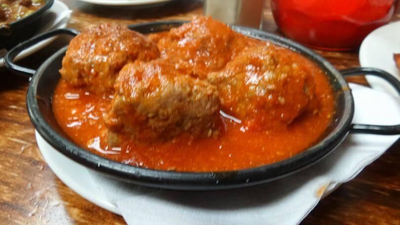 Albondigas en salsa espanola at el coto