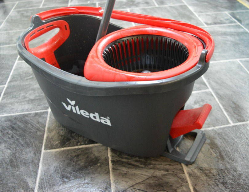 The bucket from Vileda Easy Wring and Clean Turbo Microfibre Mop and Bucket Set