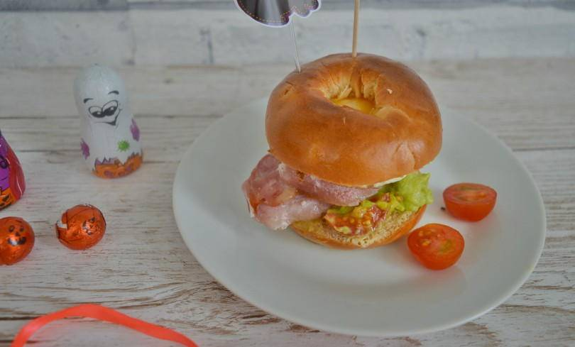 Bacon and Egg Bagels – Halloween Eyeballs