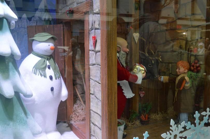 The snowman meets santa