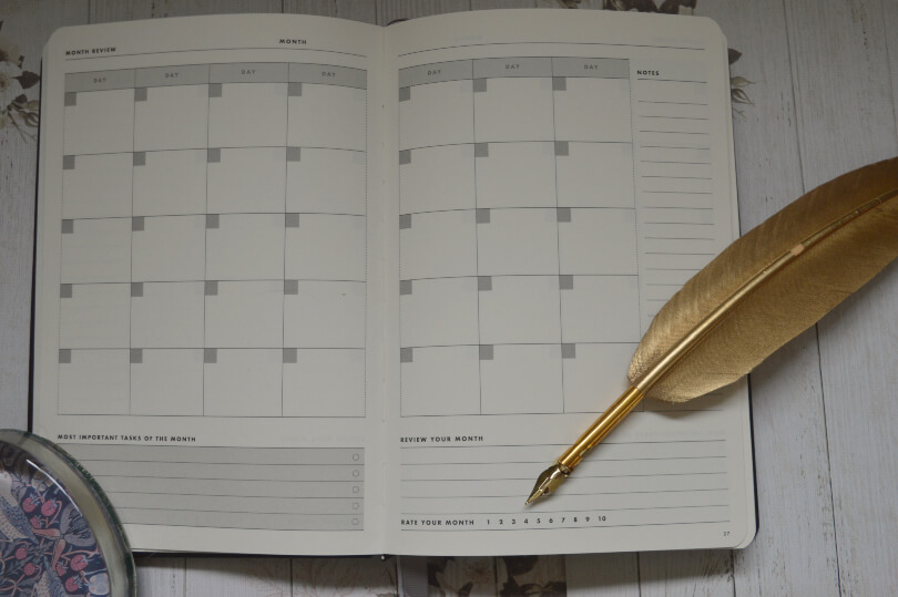 monthly spread on the daily goal setter planner